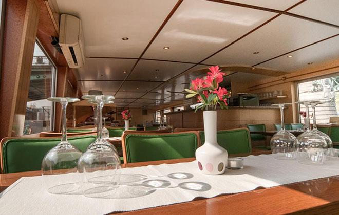 Obědy na lodi