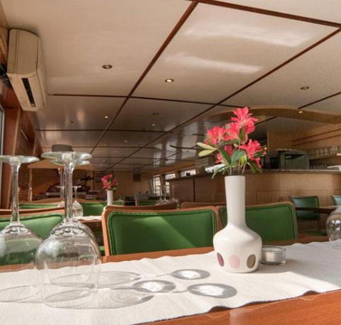Obědy na lodi Praha